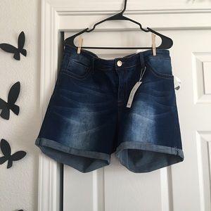 NWT!! Dark wash Rue 21+ shorts!☀️💦